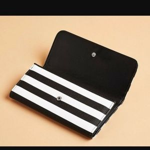 Kut from the Kloth Black & White Wallet
